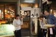「牛タン べこ串」のある新福島は東京で成功を収めたオーナーたちが初めて関西出店を考える際の候補地としても人気のエリア。関西人にも「美味しい物が揃う場所」としての認知も深まり、近年、さまざまな業態がオープンラッシュを迎えている。