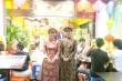 ベトナムの民族衣装アオザイを着たスタッフが出迎えてくれる。ホールスタッフは日本人とベトナム人の混成チーム。