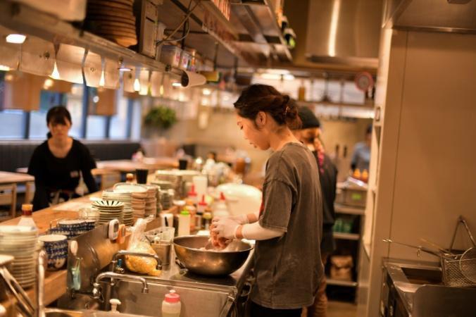 """当店で提供する""""肉アテ""""は、梅田・お初天神で牛タンを低温調理して提供する話題のお店「JYO-ZETSU」・「JYO-ZETSU 倅」が監修致しました。"""