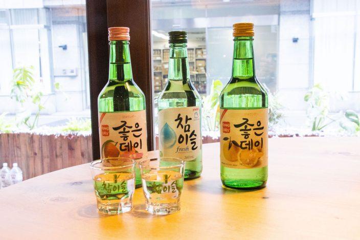 「チャミスル」は緑色の瓶が特徴。