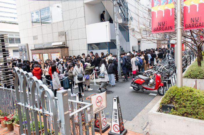 ▲ブームの火付け役のとなった「貢茶」の梅田茶屋町店の全盛期の行列。