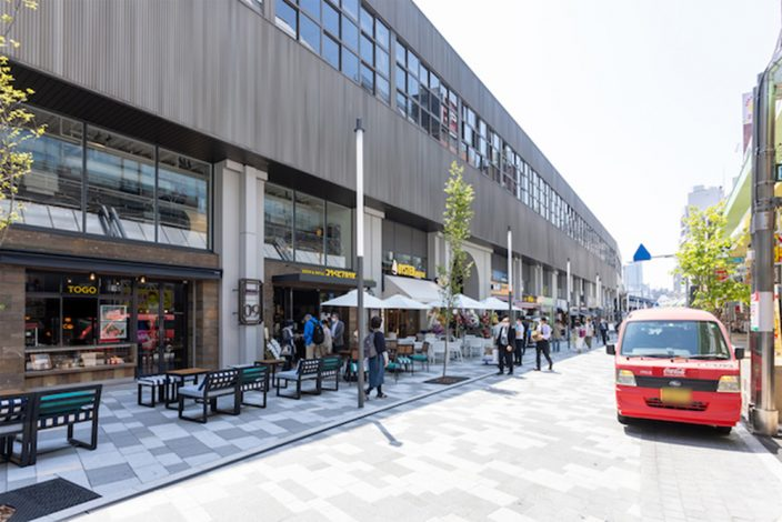 ▲駅のホームやコンコース高架下エリアに飲食店が並ぶ。