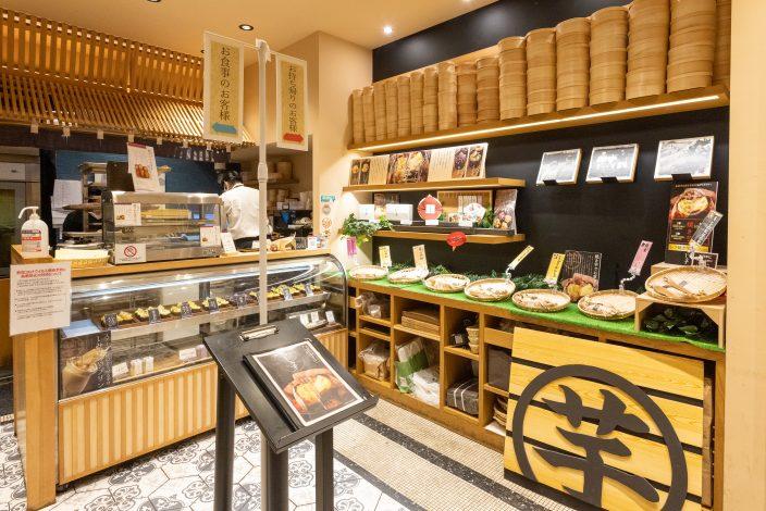 ▲「高級芋菓子しみず 福島店」の店内。
